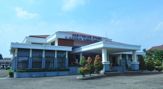 Auditorium Sadikin Sumintawikarta Pasca Panen Bogor